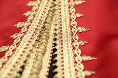 Detalhes marroquinos vermelhos do bordado da cafetã Imagens de Stock