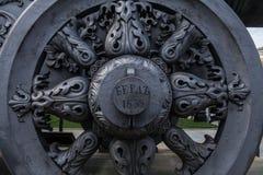 Detalhes nas rodas do transporte de arma do canhão do czar imagem de stock royalty free