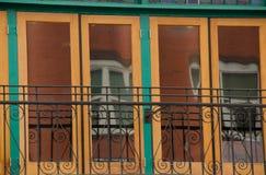 Detalhes verdes e amarelos de uma construção vitoriano em Gaslamp quar Foto de Stock