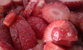 Detalhes vermelhos da textura do corte da morango imagens de stock royalty free