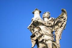 Detalj av ängeln med kolonnen i Ponte Sant Angelo, Rome, Italien Royaltyfri Foto