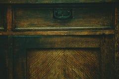 Detalj av antikt möblemang Bakgrund texturen av ett naturligt trä åldrades från tid Royaltyfri Bild