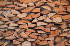 Detalj av arrangera i rak linje pices av trä royaltyfria foton