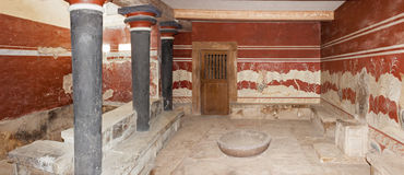 Detalj av biskopsstolrummet på den Knossos slotten Royaltyfria Bilder