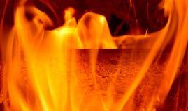 Detalj av brandflammor Begreppet av att värma huset royaltyfri bild