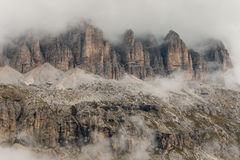 Detalj av branta klippor i Dolomites Arkivbilder