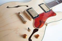 Detalj av bron för elektrisk gitarr Arkivfoton