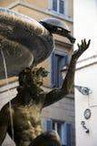 Detalj av brons- och marmorspringbrunnen i Rome Royaltyfri Fotografi