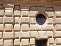 Detalj av byggande i den Alhambra slotten Royaltyfri Bild