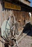 Detalj av byggnaden för handla stolpe i Custer arkivfoton