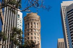 Detalj av byggnaderna i det finansiella området av San Francisco, Kalifornien, USA royaltyfri fotografi