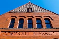 Detalj av byggnadstecknet för central marknad royaltyfria bilder