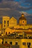 Detalj av Cagliari den i stadens centrum panoramautsikten på solnedgången i Sardinia Royaltyfria Bilder