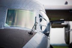 Detalj av cockpiten av det militära flygplanet Arkivfoto