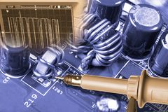 Detalj av datormaskinvara Reparation av mainboarden arkivbild