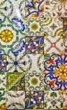 Detalj av de traditionella dekorativa tegelplattorna med majolicamodellen Arkivfoto