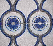 Detalj av de traditionella tegelplattorna från fasad av det gamla huset dekorativa tegelplattor Spanien traditionella tegelplatto Fotografering för Bildbyråer