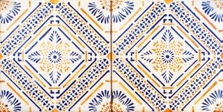 Detalj av de traditionella tegelplattorna från fasad av det gamla huset dekorativa tegelplattor Valencian traditionella tegelplat arkivfoto