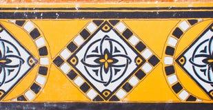 Detalj av de traditionella tegelplattorna från fasad av det gamla huset dekorativa tegelplattor Valencian traditionella tegelplat Arkivbilder