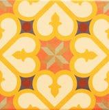 Detalj av de traditionella tegelplattorna från fasad av det gamla huset dekorativa tegelplattor Royaltyfria Foton