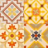 Detalj av de traditionella tegelplattorna från fasad av det gamla huset dekorativa tegelplattor Arkivbilder