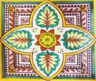 Detalj av de traditionella tegelplattorna från fasad av det gamla huset dekorativa tegelplattor Royaltyfri Fotografi