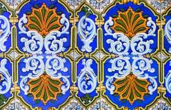 Detalj av de traditionella tegelplattorna från fasad av det gamla huset dekorativa tegelplattor Arkivbild