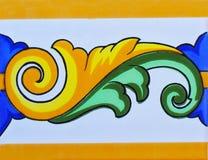 Detalj av de traditionella tegelplattorna från fasad av det gamla huset dekorativa tegelplattor Valencian traditionella tegelplat Royaltyfria Bilder