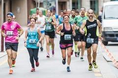 Detalj av deltagarna av den halva maratonstaden av Pontevedra royaltyfri bild