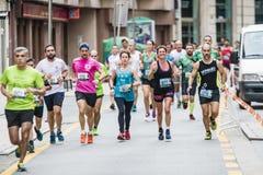 Detalj av deltagarna av den halva maratonstaden av Pontevedra fotografering för bildbyråer