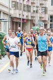 Detalj av deltagarna av den halva maratonstaden av Pontevedra royaltyfria foton