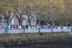 Detalj av deltagarna av den halva maratonstaden av Pontevedra arkivbild