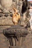 Detalj av den barocka kolonnen i Olomouc Klassiskt barockt konstverk Detalj av skulpturer Arkivbilder