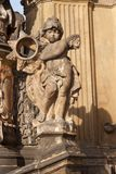 Detalj av den barocka kolonnen i Olomouc Klassiskt barockt konstverk Detalj av skulpturer Royaltyfri Foto