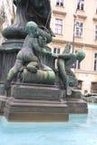 Detalj av den Donner springbrunnen (Donnerbrunnen) i Neuer Markt in Royaltyfri Bild