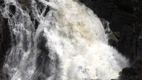 Detalj av den fallande vattennärbilden En utmärkt längd i fot räknat lager videofilmer