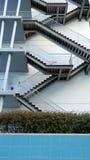Detalj av den geometriska trappan av en byggnad som lokaliseras på Natien Royaltyfri Bild