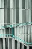 Detalj av den geometriska väggen med en skugga Royaltyfria Bilder