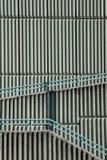 Detalj av den geometriska väggen med en skugga Fotografering för Bildbyråer