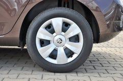 Detalj av den hjulSkoda bilen Royaltyfri Foto