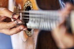 Detalj av den klassiska portugisiska gitarren Använt för fado royaltyfri bild