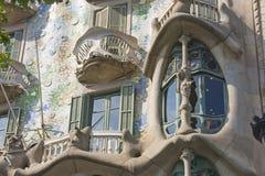 Detalj av den modernistiska CasaBatllo fasaden som planläggs av Antoni Gaudi Arkivbild