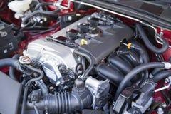 Detalj av den nya bilmotorn Arkivbild