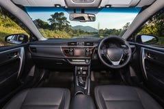 Detalj av den nya moderna bilinre arkivfoto