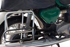 Detalj av den rostiga gamla motorcykeln Arkivfoton