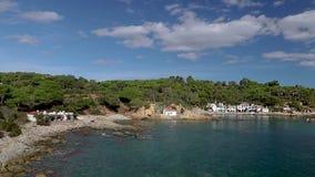 Detalj av den spanska kusten på sommar Catalonia, Costa Brava, tidschackningsperiod lager videofilmer