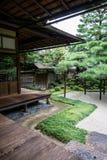 Detalj av den traditionella japanträdgården Fotografering för Bildbyråer