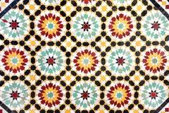 Detalj av den traditionella moroccan mosaikväggen, Marocko arkivfoto
