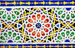 Detalj av den traditionella moroccan mosaikväggen, Marocko arkivfoton