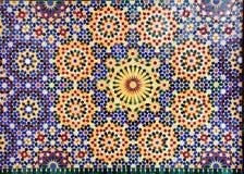 Detalj av den traditionella moroccan mosaikväggen, Marocko royaltyfri fotografi